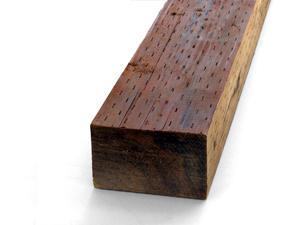 Het voorkomen van termieten met behandelde hout