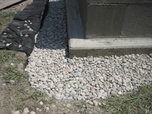Instalação de azulejos de drenagem