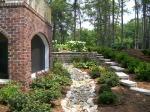 Het bouwen van een droge rivierbedding voor drainage