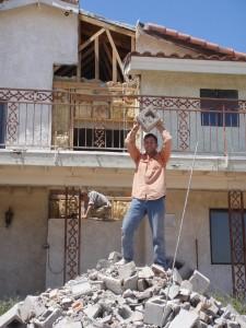 La demolición de la chimenea