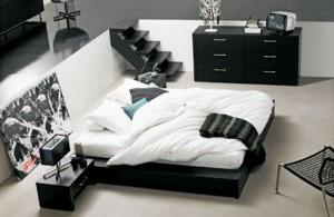 Hvordan dekorere et soverom i svart og hvitt
